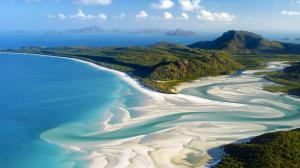 Aerial_shot_Whitehaven_Beach_Whitsunday_Island_off_Queensland_Australia_20120920