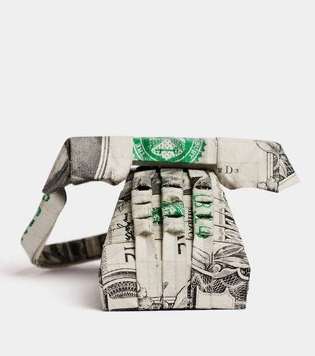 un-origami-en-forme-de-telephone-cree-avec-un-billet-d-un-dollar_42275_w460